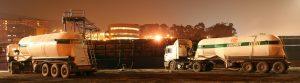 camiones_cargando_barco
